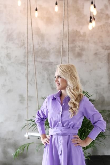 Schönes reifes blondes frauenporträt Kostenlose Fotos