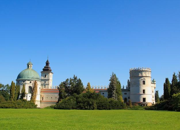 Schönes renaissancestilschloss in krasiczyn, polen Premium Fotos