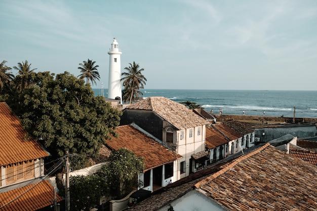 Schönes weißes leuchtturm-fort galle sri lanka Premium Fotos