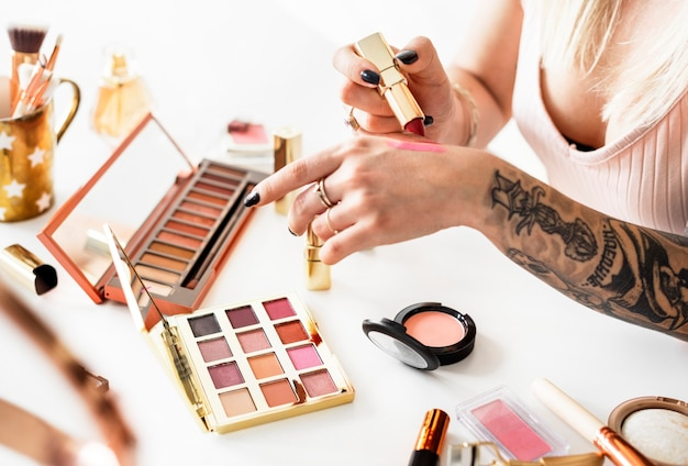 Schönheit blogger, make-up-tutorial zu produzieren Premium Fotos