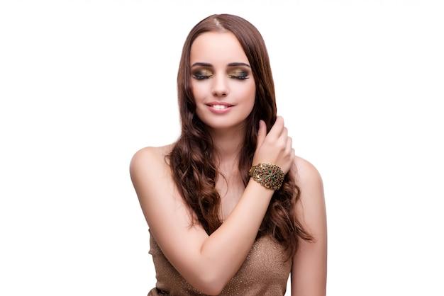 Schönheit, die in mode ihre konzept-iso des schmucks vorführt Premium Fotos