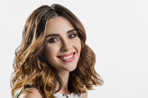 Schönheits-brunette-frauen-porträt Premium Fotos