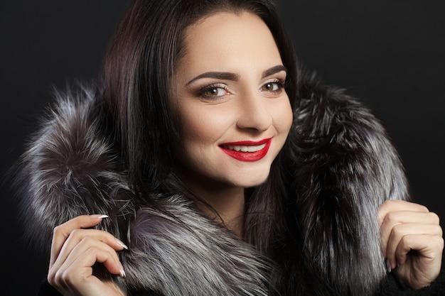 Schönheits-mode-frauen-gesicht mit perfektem lächeln Premium Fotos