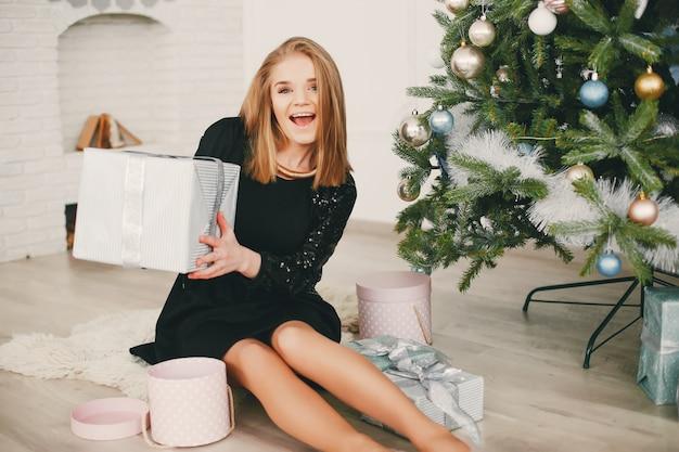 Schönheitsweihnachtsmädchen Kostenlose Fotos