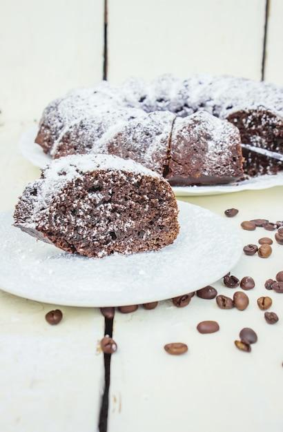 Schokoladen-cupcake mit kaffee. selektiver fokus Premium Fotos
