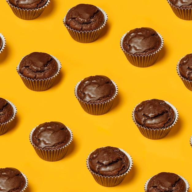 Schokoladen cupcakes draufsicht Premium Fotos