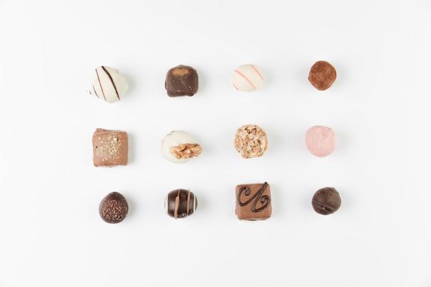 Schokoladenauswahl von oben Kostenlose Fotos