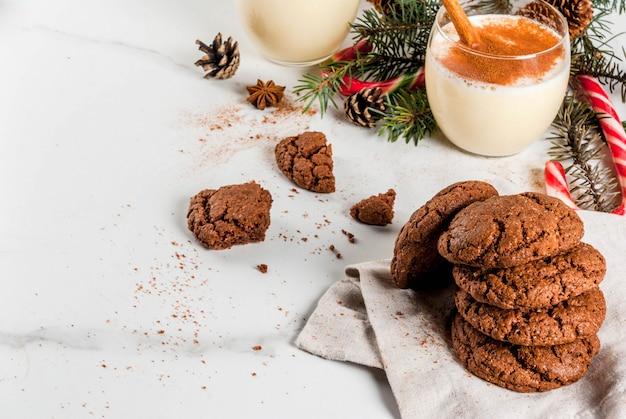 Schokoladencrinkleplätzchen für weihnachten Premium Fotos