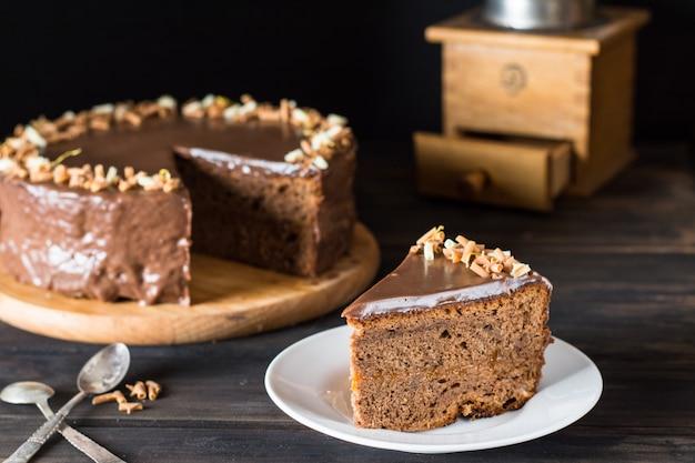 Schokoladenkuchen. traditioneller österreichischer kuchen. sachertorte frühstück. kaffeezeit. weihnachten Premium Fotos