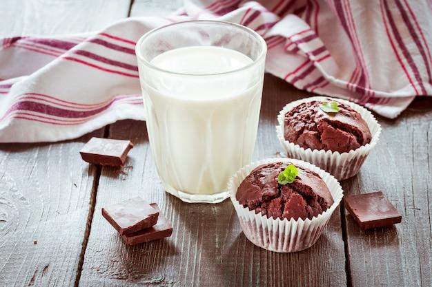 Schokoladenmuffins. Premium Fotos