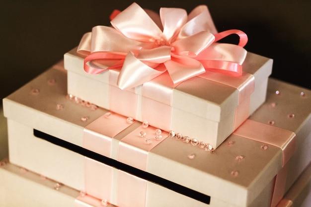 Schone Und Elegante Hochzeitsgeschenke In Den Weissen Kasten