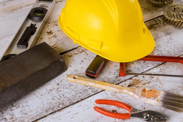 Schraubenschlüssel-konstruktorwerkzeuge an einem tag der arbeit in den vereinigten staaten von amerika sind ein bundesfeiertag Premium Fotos