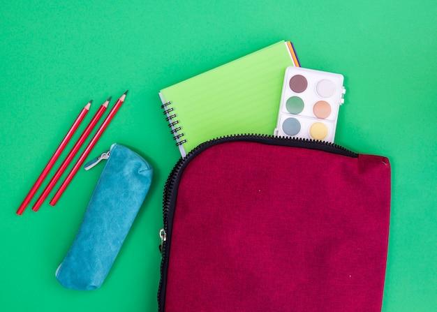 Schreibheft, aquarelle und schreibwaren in etuis Kostenlose Fotos