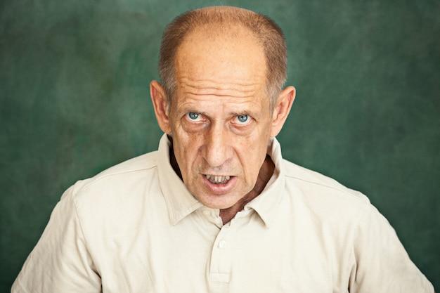 Schreiender älterer mann Kostenlose Fotos