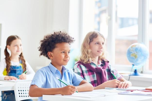 Schüler im unterricht Kostenlose Fotos
