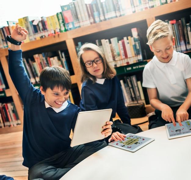 Schullehrer-unterrichts-studenten, die konzept lernen Premium Fotos