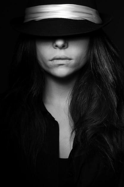 Schwarz Weiss Madchen Posiert Download Der Kostenlosen Fotos