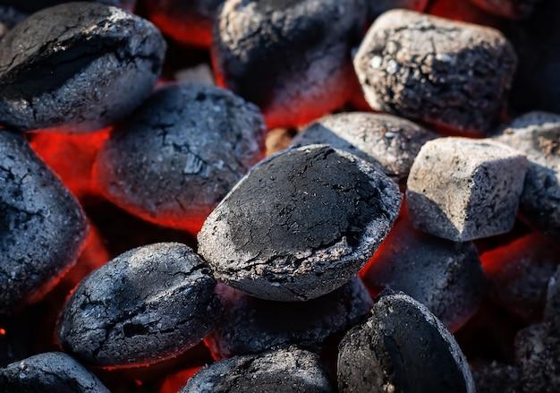 Schwarze heiße kohlen Premium Fotos