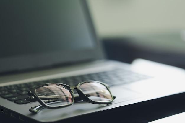 Schwarze kunststoffbrille Premium Fotos