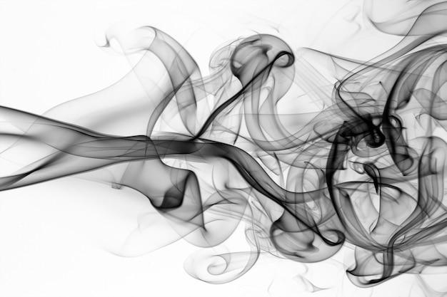 Schwarze rauchzusammenfassung auf weißem hintergrund, feuerdesign, bewegung von giftigem Premium Fotos