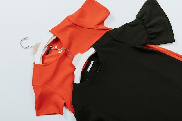 Schwarze und rote blusen Kostenlose Fotos