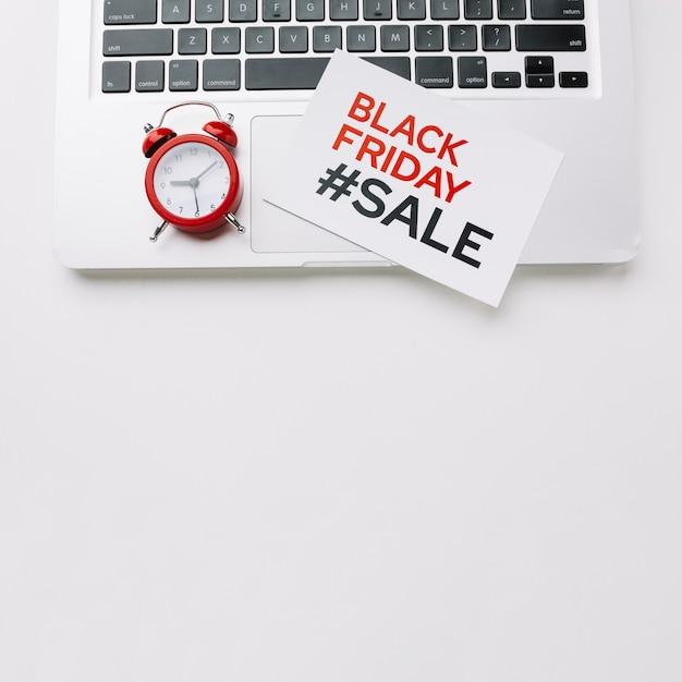 Schwarzer freitag karte auf laptop Kostenlose Fotos