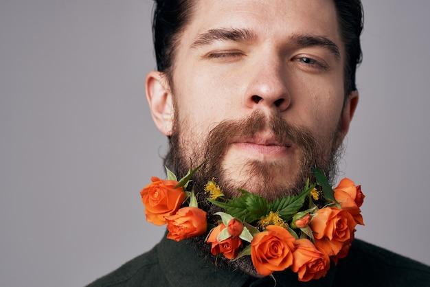 Schwarzer hemdblumen des eleganten mannes in einem attraktiven blick der bartdekorationsromantik Premium Fotos