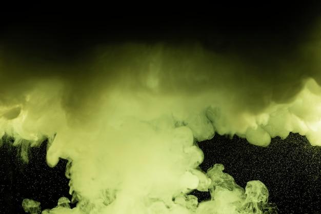 Schwarzer hintergrund mit grünen wolken Kostenlose Fotos
