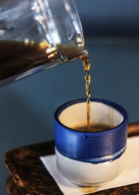 Schwarzer kaffee in einer kleinen blauen tasse Kostenlose Fotos