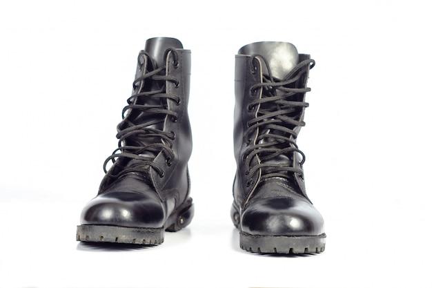 Schwarzer leder kampfstiefel oder army boots Premium Fotos
