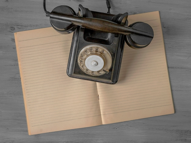 Schwarzes altes telefon Premium Fotos