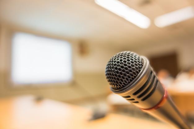 Schwarzes mikrofon im konferenzraum (gefiltertes bild verarbeitet v Kostenlose Fotos