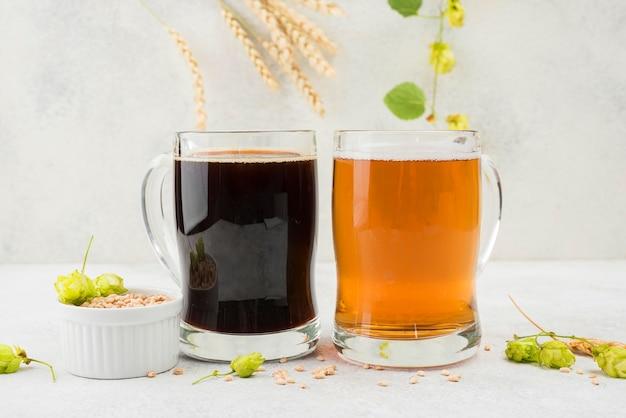 Schwarzes und blondes bier mit weizensamen Kostenlose Fotos