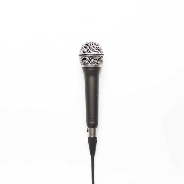 Schwarzes und silbernes mikrofon auf einem weißen hintergrund Kostenlose Fotos