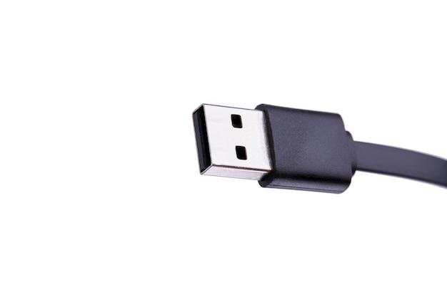 Schwarzes usb-typ-a-kabel auf weiß. kopierraum für design. hardware-konzept Premium Fotos
