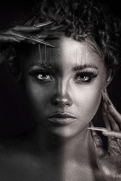Schwarzweiss-porträt des schönheits-mode-modell-mädchens Premium Fotos