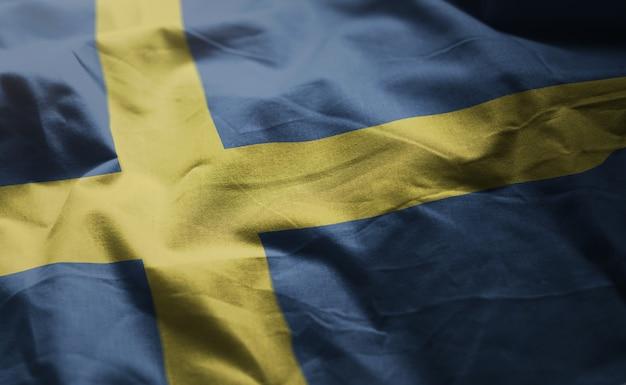 Schweden-flagge zerknittert nah oben Premium Fotos