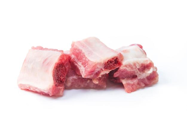 Schweinefleisch rippen gehackt isoliert auf weiß Kostenlose Fotos