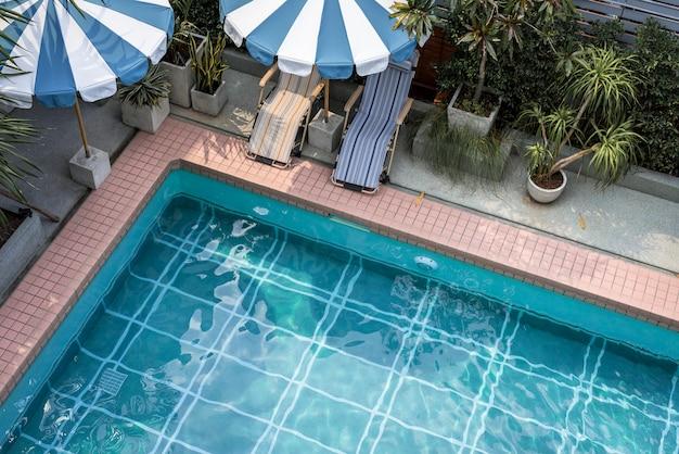 Schwimmbad in der sommerzeit Kostenlose Fotos