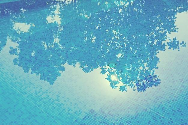 Schwimmbad, wasserreflexion, wasseroberfläche Premium Fotos