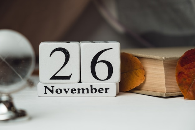 Sechsundzwanzigster tag des herbstmonatskalenders november. Premium Fotos