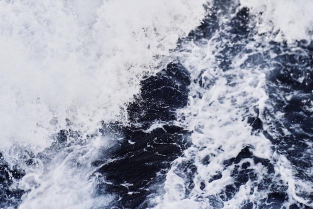 Seebeschaffenheitswellen vom schiff Premium Fotos