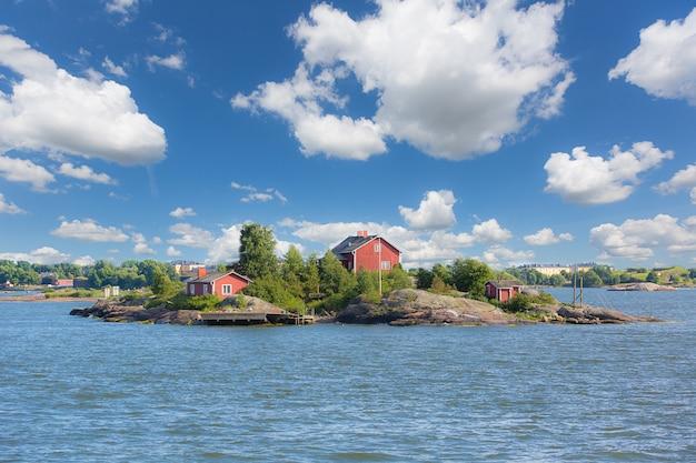 Seelandschaft und kleine inseln neben helsinki Premium Fotos