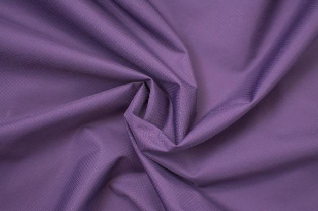 Seide zerknitterter stoff lila. von oben betrachten. Premium Fotos