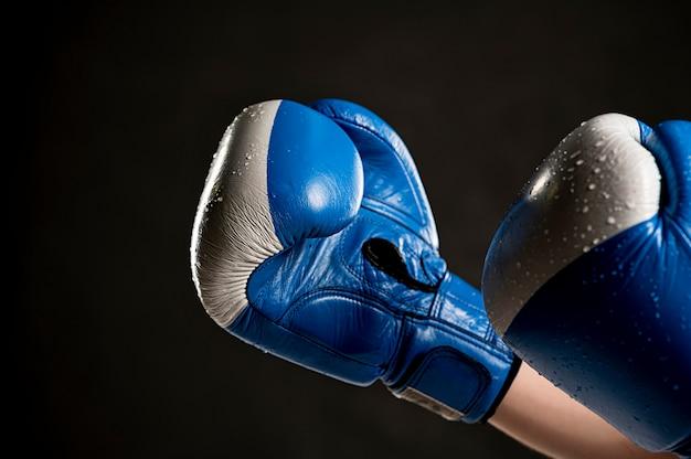 Seitenansicht der schutzhandschuhe zum boxen Premium Fotos