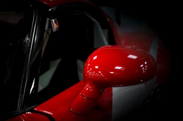Seitenspiegel eines modernen rennwagens aus der nähe Premium Fotos