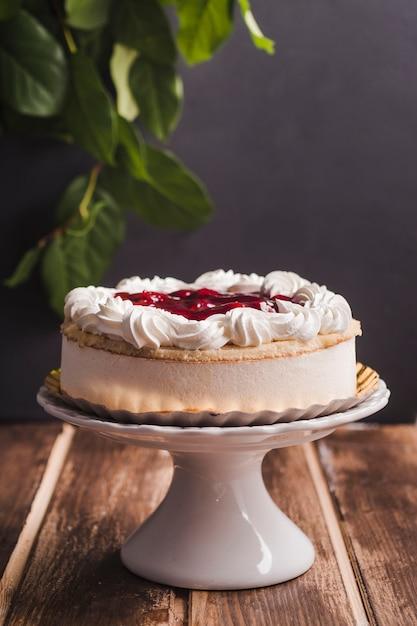Seitlicher mousse-torte mit kirsche Kostenlose Fotos