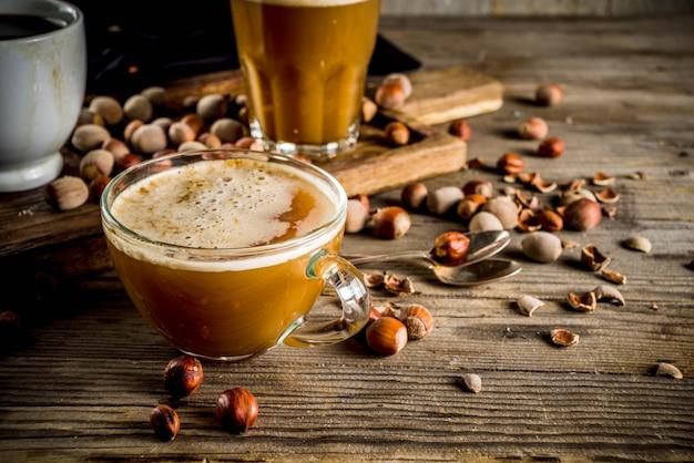 Selbst gemachter haselnusskaffee latte Premium Fotos