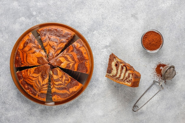 Selbst gemachter köstlicher zebramarmorkuchen. Kostenlose Fotos