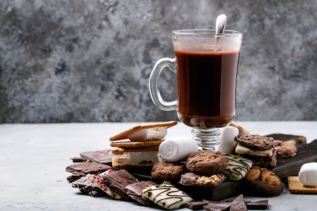 Selbst gemachtes heißes schokoladengetränk Premium Fotos